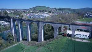 Eisenbahnbrücke Eglisau 360° Panorama Luftaufnahme mit Drohne